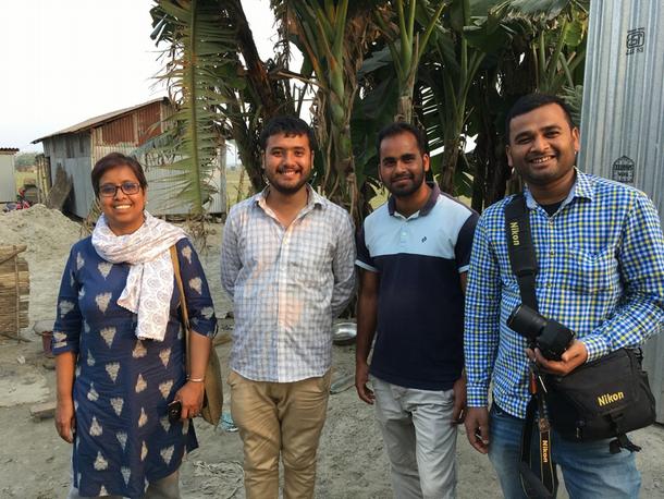 写真・図版 : バルペタ県でムスリムの人々への支援を展開する平等研究財団のメンバー。2020年2月撮影