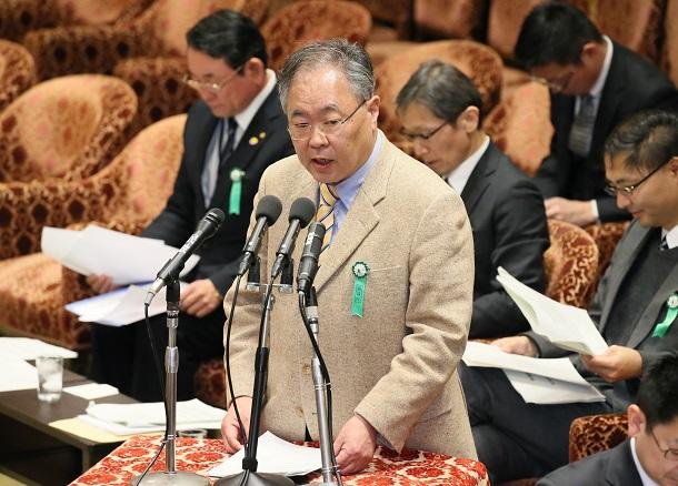 写真・図版 : 衆院予算委の公聴会で意見陳述する高橋洋一氏=2018年2月21日