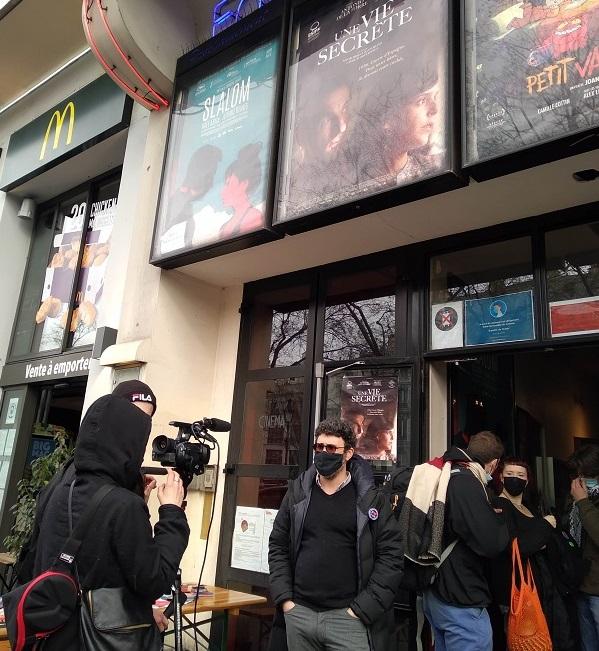 パリ独立系映画館団体CPIの関係者がインタビューに応じている