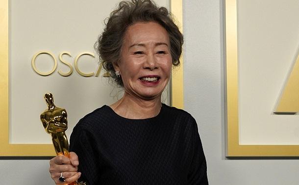 アカデミー助演女優賞を受賞した韓国の女優ユン・ヨジョンさん=AP