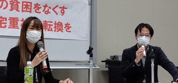 写真・図版 : 住まいの貧困をなくすための対策を国会議員に訴える集会で対談した雨宮処凛さんと筆者=2021年5月19日、東京・永田町の衆議院第二議員会館