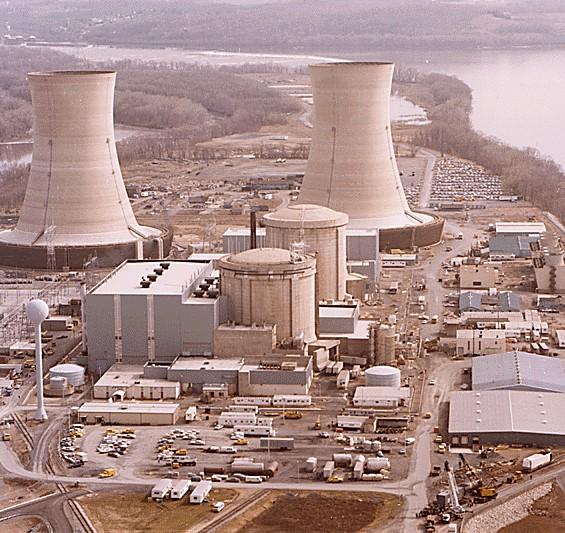 写真・図版 : スリーマイル島原発=1979年4月11日、米ペンシルベニア州で撮影、米国立公文書館が所蔵する大統領特別調査委員会記録から