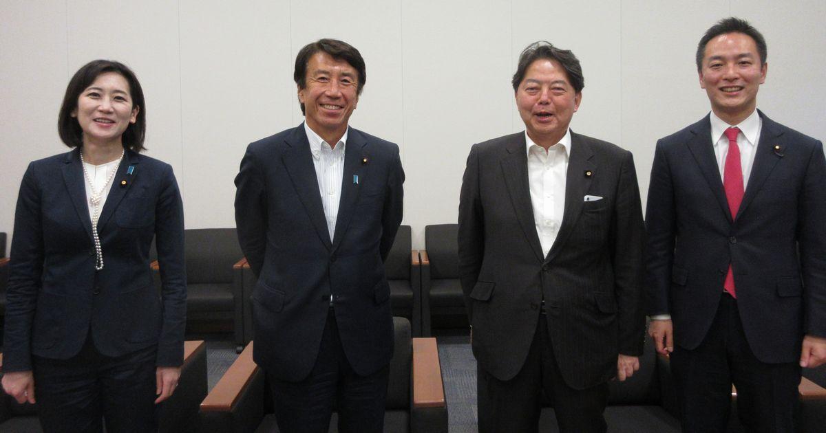 写真・図版 : 座談会を終えた(左から)松川るいさん、齋藤健さん、林芳正さん、村井英樹さん=2021年6月1日、衆院第一議員会館