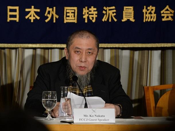 写真・図版 : 日本外国特派員協会で会見するイスラム法学者の中田考氏