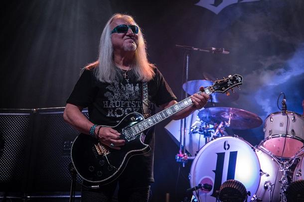 写真・図版 : ユーライア・ヒープのギタリスト、ミック・ボックス=Chris James Ryan Photography/shutterstock