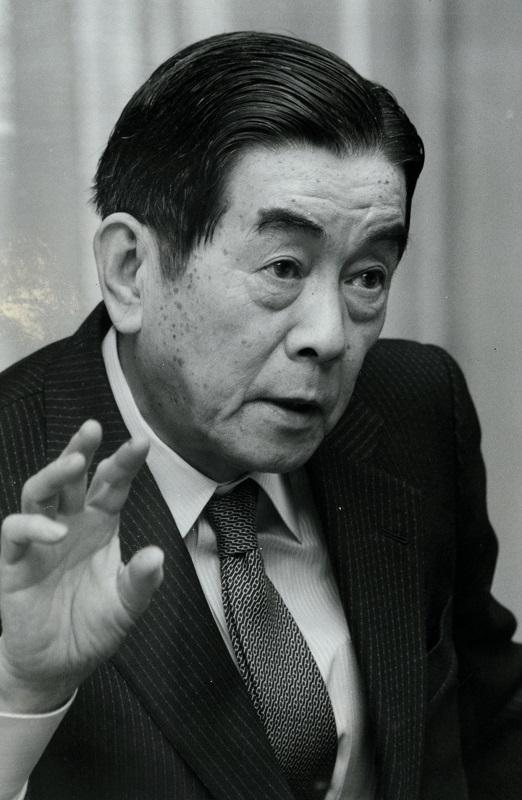 写真・図版 : 伊夫伎一雄氏=1987年2月26日、東京・丸の内の三菱銀行本店