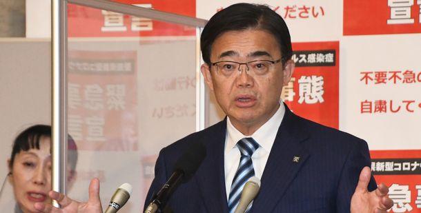 写真・図版 : 愛知県選挙管理委員会の調査結果を受け、会見で「民主主義の根幹を揺るがすゆゆしき事態だ」と述べる愛知県の大村秀章知事=2021年2月1日、愛知県庁