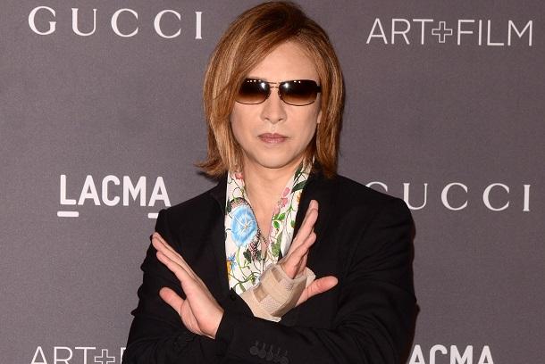 写真・図版 : 「少し鬱で治療を受けていた」と明らかにしたYOSHIKI氏 Kathy Hutchins/Shutterstock.com