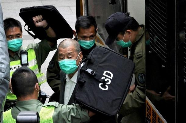 2021年2月9日、拘置所から裁判所に移送された黎智英(Jimmy Lai)撮影:Cheng Wai Hok
