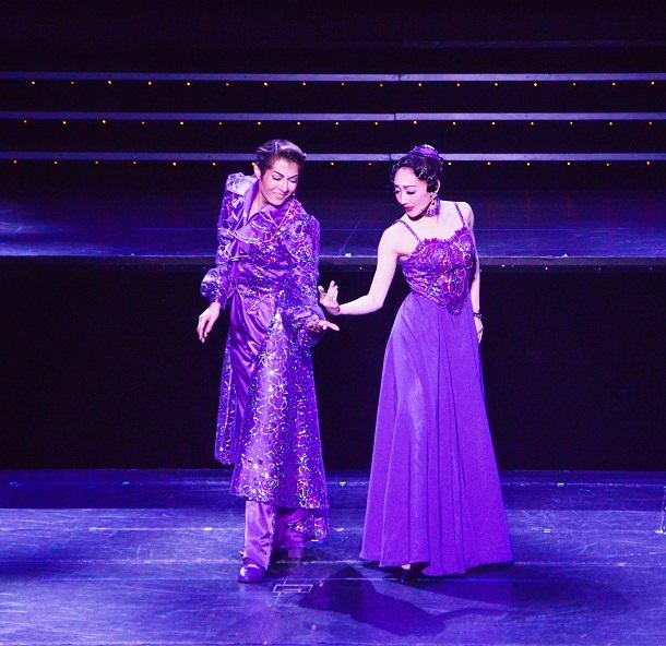 写真・図版 : 楊琳(左)と舞美りら=撮影・久保昌美