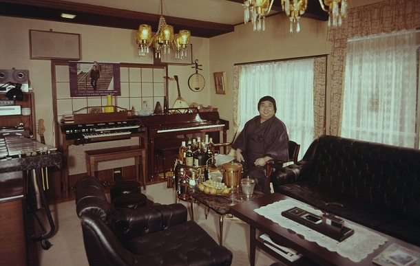小林亜星さんの自宅で部屋。ここでピアノやハモンドオルガン、ビブラフォンを演奏し、レコードを聞き、洋酒を飲んだ=1973年、東京都世田谷区八幡山