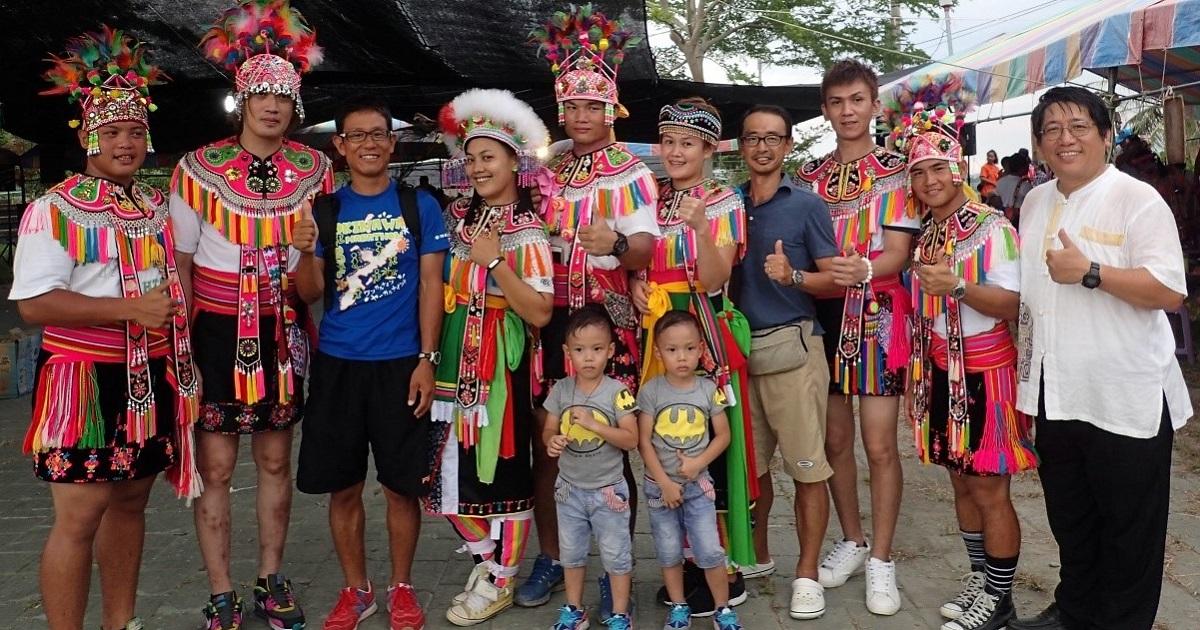 写真・図版 : 台東県にある原住民のアミ族の村で行われた収穫祭にて=2016年8月