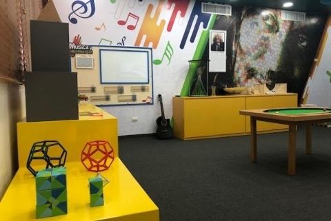 写真・図版 : 秋山仁数学体験館の内部=在ドミニカ共和国日本大使館提供