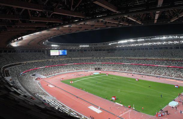 写真・図版 : 無観客で行われた東京五輪の陸上テスト大会=2021年5月9日、国立競技場