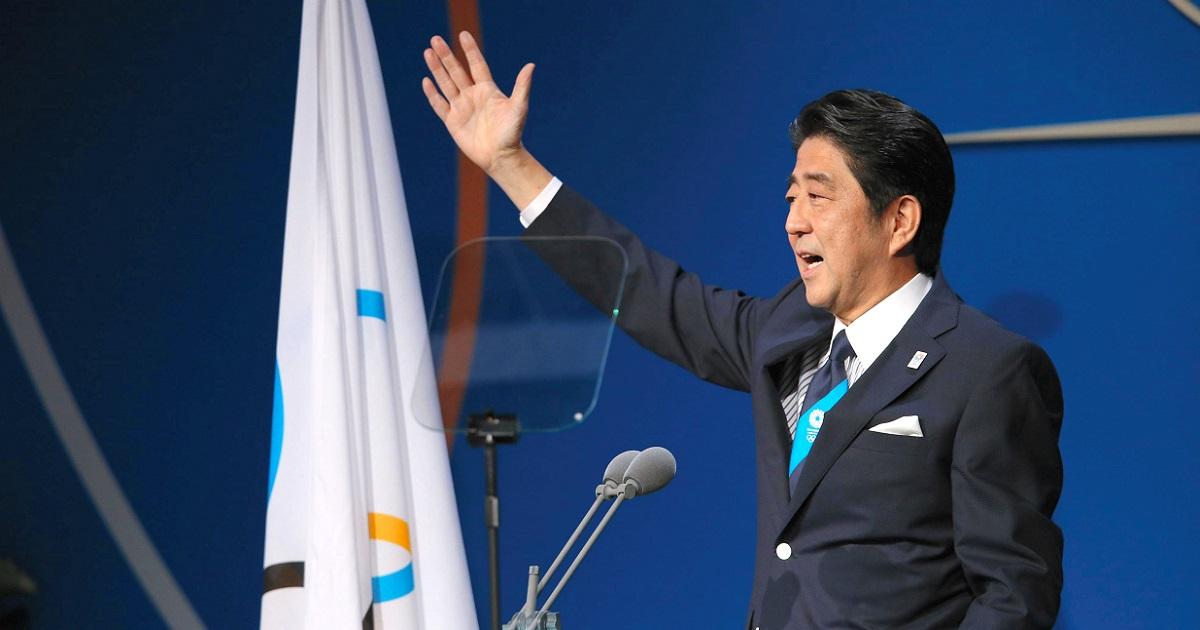 写真・図版 : IOC総会で東京をアピールする安倍晋三首相=2013年9月7日、ブエノスアイレス