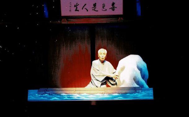 写真・図版 : 芝居噺「鰍沢」をけいこする林家正雀=東京の国立演芸場、正雀提供