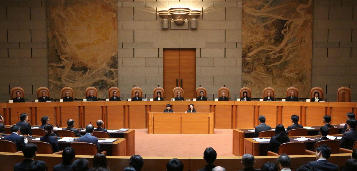 写真・図版 : 衆院選を巡る「一票の格差」訴訟の弁論が開かれた最高裁大法廷=2013年10月23日、東京都千代田区隼町