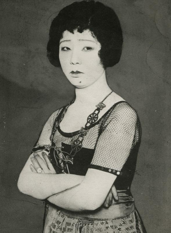 写真・図版 : 自殺前日にカルメンを演じた女優・松井須磨子=1919年1月4日、東京・有楽座