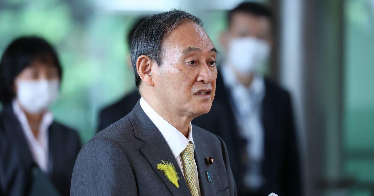 写真・図版 : 都議選の結果を受け、取材に応じる菅義偉首相=2021年7月5日、首相官邸