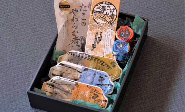 写真・図版 : オンラインツアーの8000円のコースにつく特産の海産物=(株)鮮冷提供