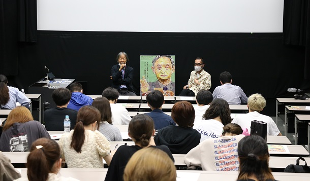 写真・図版 : 学生たちと河村光庸氏との質疑応答=7月15日、日本大学芸術学部、筆者提供