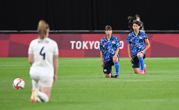 女子サッカーから強く発信された人種差別への抗議