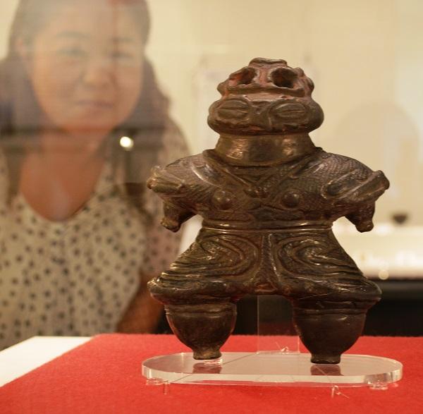 亀ケ岡遺跡から出土された遮光器土偶=奈良県の橿原市博物館