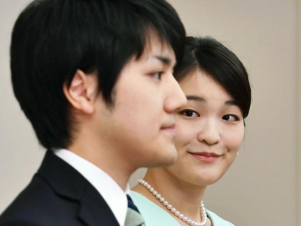 写真・図版 : 眞子さまは小室圭さんとの結婚で「自由」を求めたのか=2017年9月3日、東京・元赤坂の赤坂東邸、代表撮影