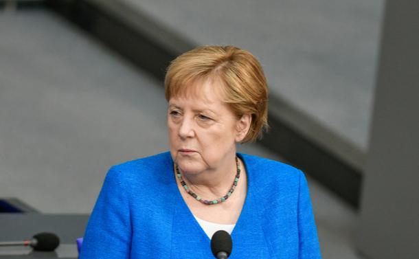 メルケルはいかにして欧州の母になったか~パターナリズム克服に見せた強かさ