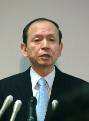 退任会見で心境を語る大林宏・検事総長=東京・霞が関