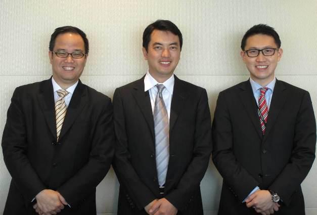 写真・図版 : ユージン・リム弁護士(左)、木村裕弁護士(中)、メン・ユー・ウォン弁護士(右)