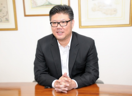 写真・図版 : <b>アンディ・カディル</b>(Andi Kadir)<br/> ベーカー&マッケンジー法律事務所ジャカルタオフィス(Handiputranto, Hadinoto & Partners)商事紛争解決グループのパートナーを務める。様々な多国籍企業、国内企業を代理し、国内外の仲裁案件、複雑な訴訟手続、債務再編手続、倒産・破綻関連訴訟等を手掛ける。また、政府当局及び関係機関との行政紛争の解決ならびに雇用関連訴訟にも精通する。