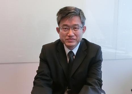 写真・図版 : <b>李 振豐</b>(デニス・リー)<br/> 会計士。<br/> 中興大学会計学部卒業。台湾大学会計学修士。<br/> 台北オフィスのタクス・グループに所属。おもに、台湾への投資に関する租税相談、買収ストラクチャー及び買収後の再編成に関する税務アドバイス、移転価格、租税優遇措置の交渉、一般税務アドバイスを提供する。