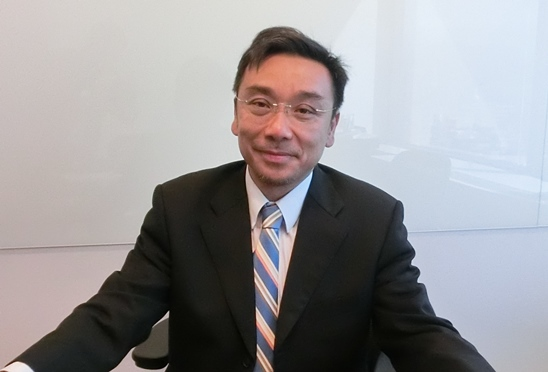 写真・図版 : <b>康 文彦</b>(ウェンイェン・カン)<br/> 弁護士。<br/> 台湾大学法学部卒業。ハーバード大学ロースクールLL.M.取得。ニューヨーク大学ロースクールLL.M.取得。マサチューセッツ工科大学MBA取得。<br/> 台北オフィスのコーポレートM&Aグループに所属。専門領域は、GDR、ADR、ECBといった海外資金調達、シンジケートローン、金融派生商品、企業再編、工事事件、合弁事業及びM&A。