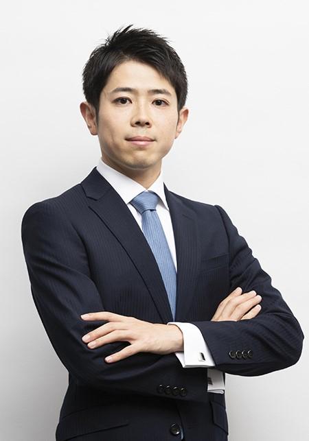 写真・図版 : <b>金子 涼一</b>(かねこ・りょういち)<br/> 2008年、東京大学法学部卒業。2010年、東京大学法科大学院修了。2011年、司法修習(64期)を経て、弁護士登録。2012年1月、アンダーソン・毛利・友常法律事務所に入所。2017年5月、米国University of California, Berkeley (LL.M.)修了。2018年まで英国(ロンドン)のSlaughter and May法律事務所勤務。18~19年、スペイン(マドリード)のUría Menéndez法律事務所で勤務。