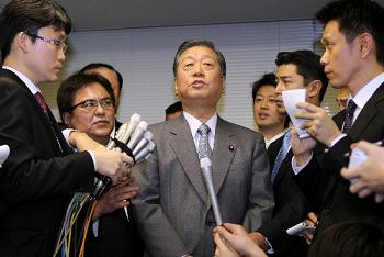 写真・図版:小沢一郎氏は『不起訴不当』とした検察審の議決の意味は