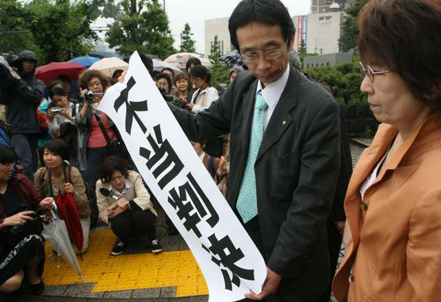 NHK番組改変の当事者の著書をこう読む