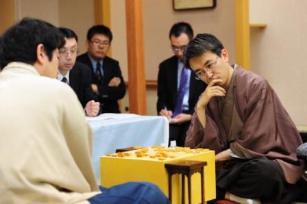 写真・図版:名人戦でライバル対決、将棋界はなぜ若返りが進むのか
