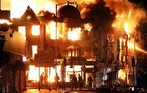イギリス暴動、なぜ?