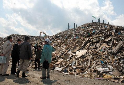 写真・図版:被災地のがれき処理は軌道に乗るか